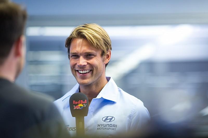 Turkey WRC: Mikkelsen wins opening stage as Ogier spins