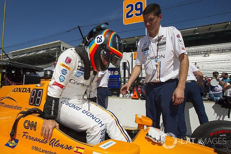 Fernando Alonso experimentó el tráfico en IndyCar
