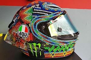 MotoGP Actualités Valentino Rossi dévoile son nouveau casque pour les tests