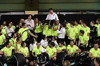 Para evitar demissões, Mercedes manda funcionários para trabalho em campeonato de vela