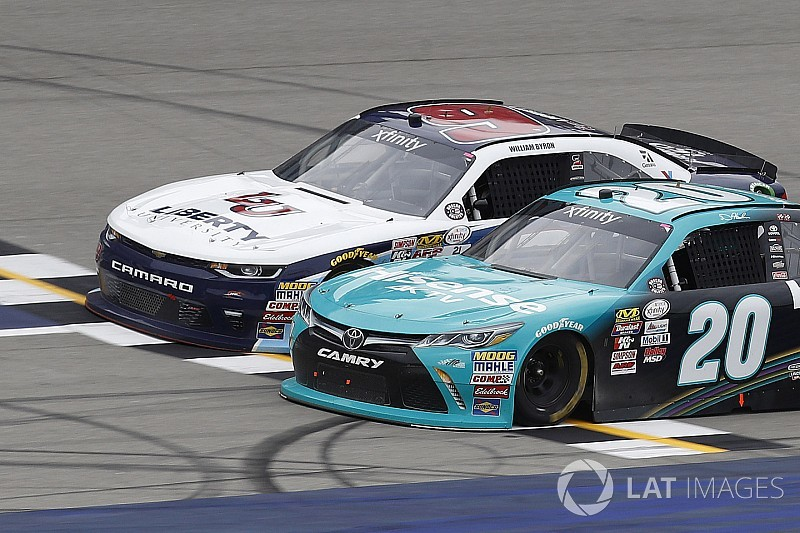 Hamlin beats rookie Byron in thrilling photo finish at Michigan