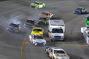 Monster Energy NASCAR Cup Nieuws Video: Ambulance verstoort NASCAR-race