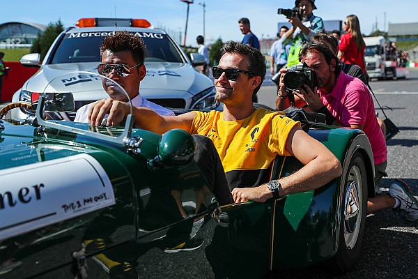 Renault привітала Палмера з Різдвом