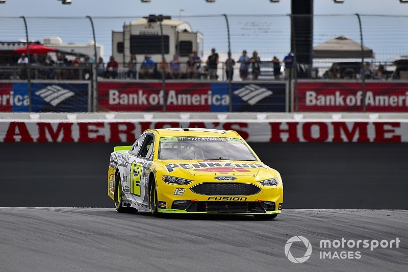 Disastro di Truex e Johnson all'ultima curva: Ryan Blaney ne approfitta e trionfa a Charlotte!
