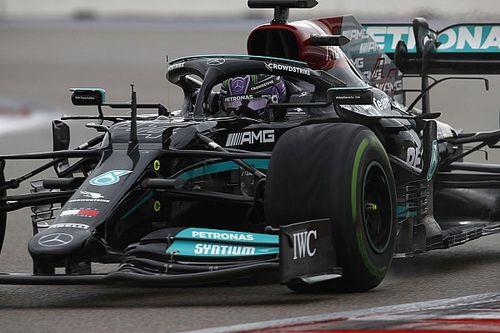 Kesalahan Langka Korbankan Pole Position Lewis Hamilton