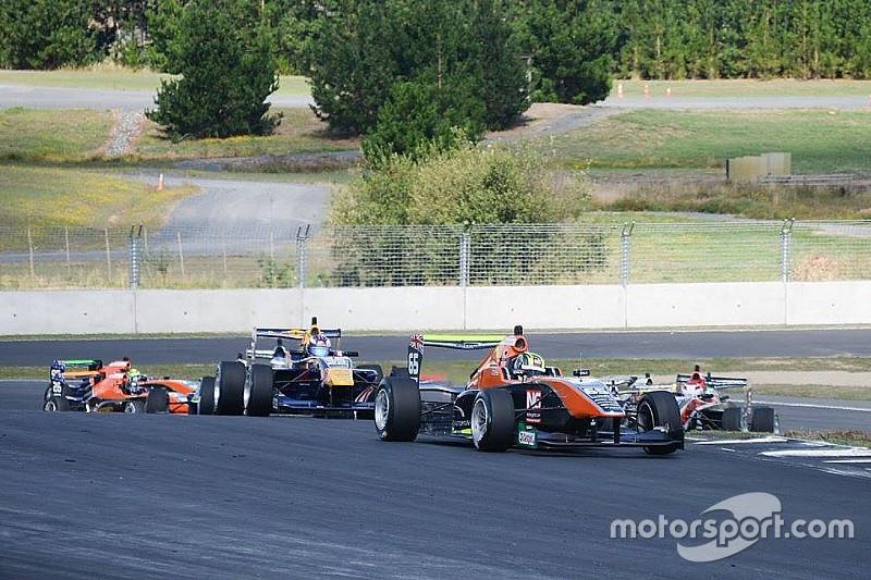 Подопечный Red Bull упустил титул TRS в последней гонке