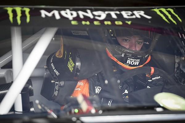 NASCAR Sprint Cup Crónica de Carrera Martin Truex Jr. domina la Etapa 2 en Fontana