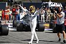 "Hamilton alfineta Ferrari no pódio: ""Mercedes é melhor"""
