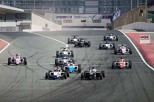 فورمولا 4 الإماراتية: احتدام المنافسة على اللقب في الجولة الثالثة وفانت هوف في الصدارة