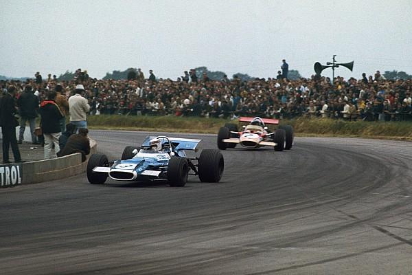 Formule 1 Jackie Stewart au volant d'une de ses F1 victorieuses à Silverstone