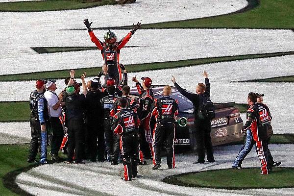 NASCAR Cup Relato da corrida Na tática de combustível, Kurt Busch vence Daytona 500