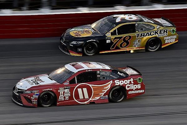 NASCAR Cup NASCAR in Darlington: Denny Hamlin zwingt Martin Truex Jr. in die Knie