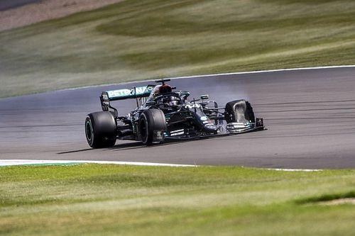 Hamilton, lastiğin pist üstündeki parçadan patladığını düşünüyor