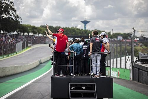 Vídeo: una Fórmula 1 de ida y vuelta