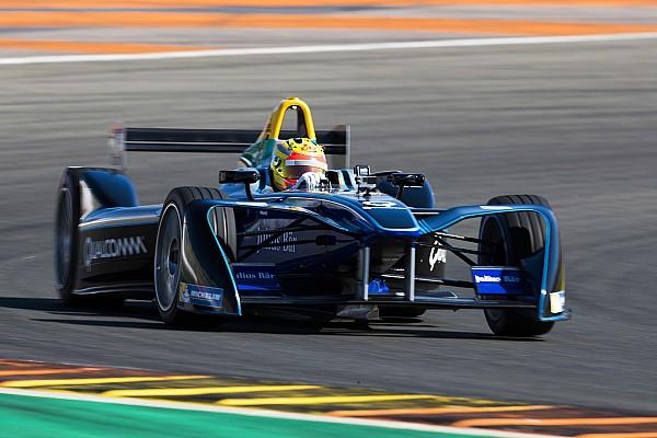 Экс-пилот Ф1 Харьянто впервые протестировал машину Формулы Е