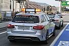 A biztonsági és az orvosi autó is megérkezett Szingapúrba