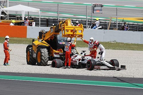 Íme Kubica megpördülése, ami miatt jött a piros zászló a spanyol FP1-en (videó)