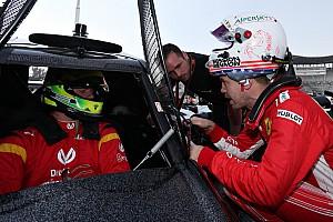 Vettel Mick Schumacherrel versenyezne a Ferrarinál