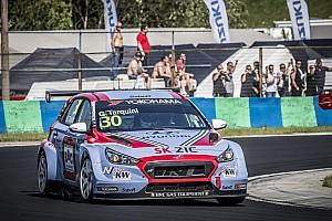 WTCR Crónica de Carrera Victorias de Huff y Tarquini en el WTCR