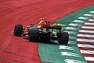 """Webber: """"Verstappen zorgt voor druk bij monteurs door er vaak af te gaan"""