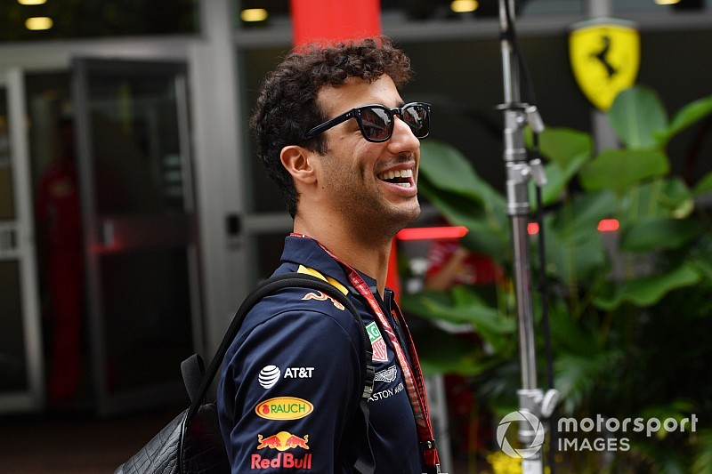 Риккардо увидел позитив в сложностях Ferrari с резиной