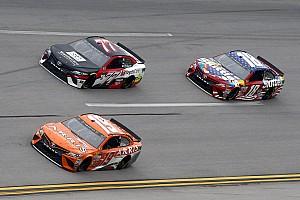 NASCAR Sprint Cup Crónica de entrenamientos Bowyer fue el más veloz en la práctica recortada en Talladega