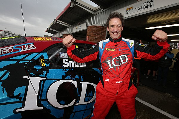 Brands Hatch BTCC: Smith takes shock pole in chaotic qualifying