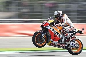 MotoGP Reporte de calificación Pole de récord para Márquez y Rossi segundo en Silverstone