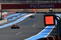 Pannelli luminosi obbligatori nei circuiti di F1 e MotoGP dal 2022