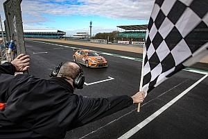 Endurance Gara 24H TCE Series: la Red Camel-Jordans.nl guida la tripletta SEAT a Silverstone