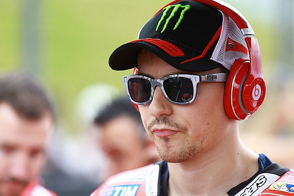 MotoGP Reactions Lorenzo ikut berduka atas kepergian Chester Bennington