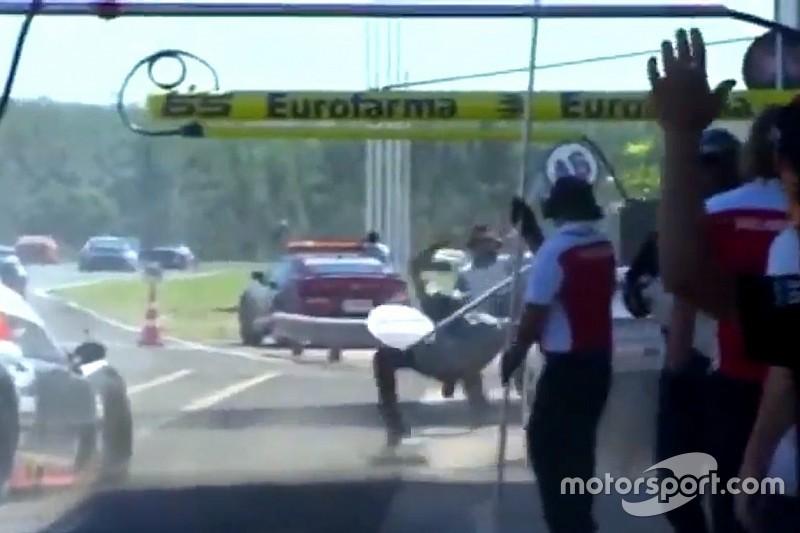VÍDEO: Acidente fere três mecânicos em prova da Stock Light
