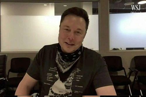 Elon Musk tagadja, hogy beszélt volna az Apple vezérével a Tesla esetleges eladásáról