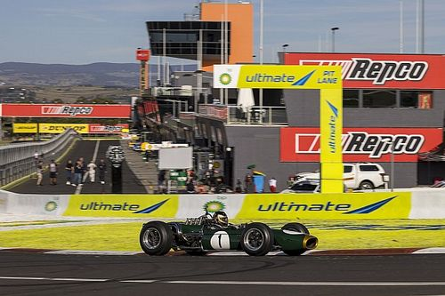 Iconic Brabham BT19 car completes Bathurst laps