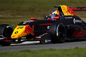 """Formule Renault Raceverslag Verschoor op kansrijke positie uitgeschakeld: """"Hij gaf weinig ruimte"""""""