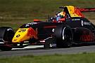 """Formule Renault Verschoor op kansrijke positie uitgeschakeld: """"Hij gaf weinig ruimte"""""""