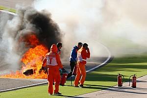 Superbike-WM News Heftiger Feuerunfall bei WSBK-Training: Tom Sykes stürzt in Portimao schwer
