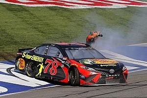 NASCAR Cup Rennbericht NASCAR in Fontana: Truex-Sieg und Harvick-Crash