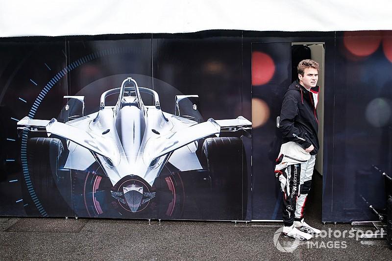 Пилот Nissan попытался выиграть гонку Формулы Е на скорости 50 км/ч. Получилось плохо