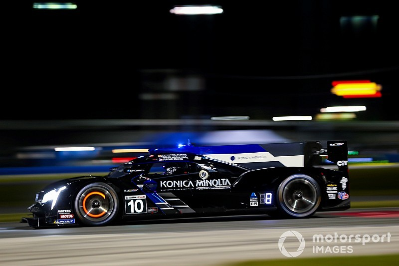 Rolex 24, Hour 4: Alonso leads after brilliant drive