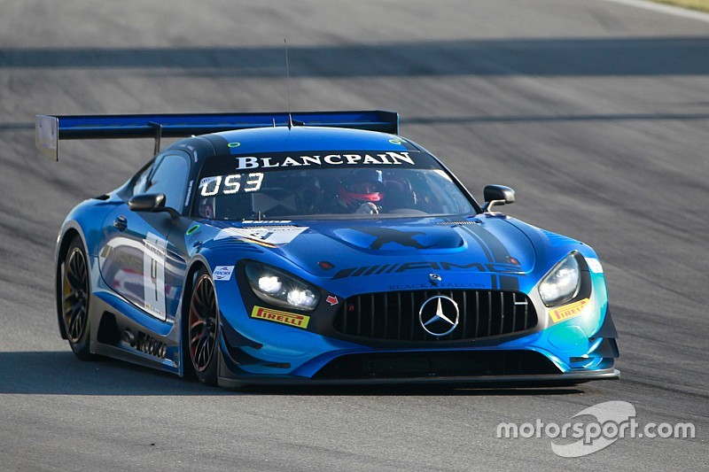 La Mercedes del team Black Falcon conquista la pole a Barcellona in una sessione tiratissima