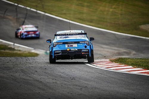 WTCR, Pau-Arnos: Muller porta la Lynk & Co in Pole per Gara 2
