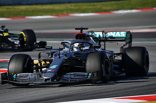 Hamilton would welcome return of silver Mercedes F1 livery