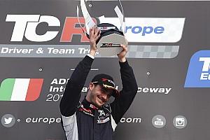TCR Ultime notizie La DG Sport porta Aurélien Comte a Dubai