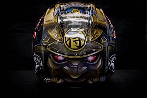 MotoGP Últimas notícias GALERIA: Inspirado em samurai, Pedrosa revela casco novo