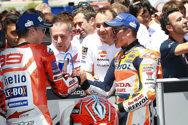 Marquez scherza su Lorenzo in Honda: