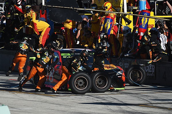 NASCAR limitará el personal de los equipos en las carreras