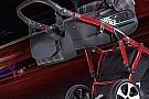 Automotive Un Volkswagen GTI en un carrito de bebé