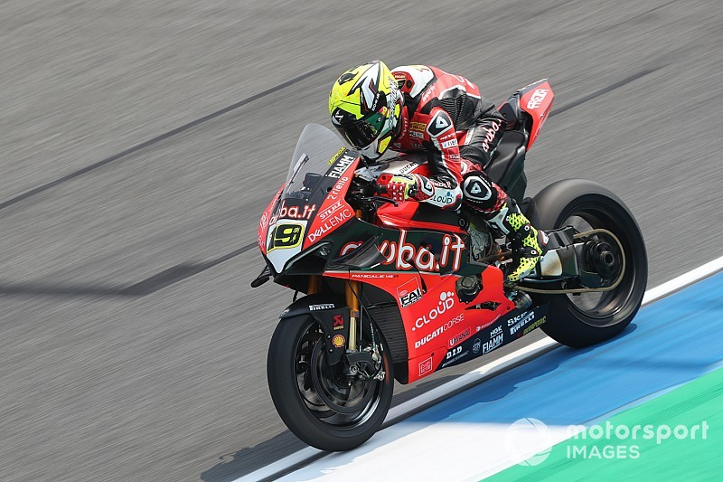 Buriram WSBK: Dominant Bautista takes first pole