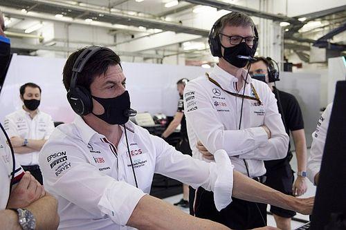 F1: Chefe da Mercedes admite superioridade de motor e carro da Red Bull